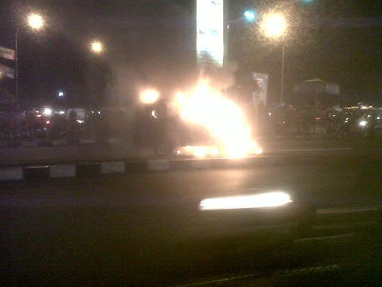 Kebakaran Mobil Soekarno-Hatta Bandung 1