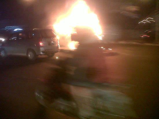 Foto Kebakaran Mobil Soekarno-Hatta Bandung 3